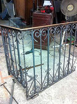 ferronnier forgeron paris ferronnier forgeron un travaill dans la tradition artisanale. Black Bedroom Furniture Sets. Home Design Ideas